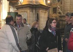 Integrantes del Sindicato Andaluz de Trabajadores y de Izquierda Unida se encierran en la Catedral de Jaén para exigir un plan de choque que genere empleo en el ámbito rural