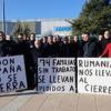 Trabajadores de la fábrica de Eldon España en Martos entregan en la Junta de Andalucía las más de 16.000 firmas recogidas contra el ERE