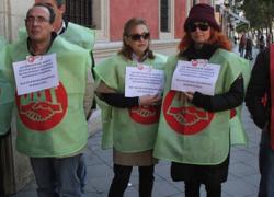 CCOO, UGT y el Sindicato de Empleados de la Caja de Ahorros y Pensiones protestan por el despido de más de 740 trabajadores de CaixaBank de Andalucía