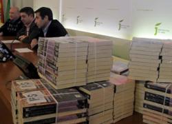 """La ONG Quesada Solidaria distribuirá por todas las bibliotecas de Jaén ejemplares del libro """"Poesía Solidaria, por una globalización humanizada"""""""