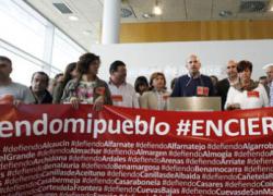 Un grupo de alcaldes socialistas de pequeños municipios se encierran en la Diputación de Málaga  para pedir un reparto más equitativo de los recursos