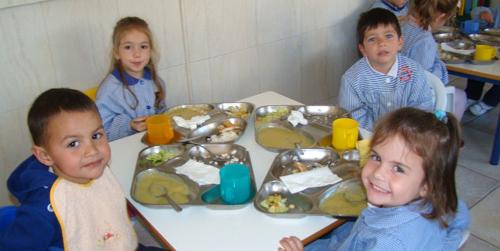 Los niños y niñas de Andalucía tendrán garantizadas al menos tres comidas al día gracias a un decreto ley de lucha contra la exclusión social