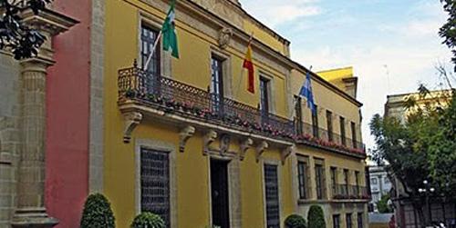 Los trabajadores del Ayuntamiento de Jerez denuncian que el consistorio se niega a readmitir a los 260 despedidos por el ERE a pesar de que la justicia les da la razón
