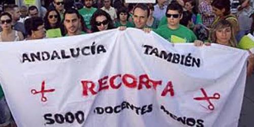 La Plataforma Andaluza de Defensa de la Educación Pública se manifiesta hoy en Sevilla después de que terminara sin acuerdo la reunión con la consejera de Educación