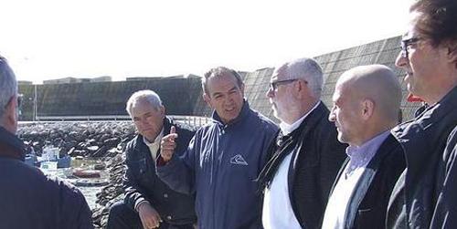 La Agencia Pública de Puertos ha iniciado el dragado de urgencia del puerto de Conil ante el importante aterramiento y pérdida de calados detectado