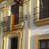 El municipio sevillano de Guillena se suma a la celebración del Día del Orgullo Gay colgando la bandera multicolor en el balcón del consistorio
