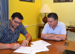 Las personas desempleadas de la localidad sevillana de Guillena podrán encontrar trabajo eventual gracias al convenio de colaboración entre el Ayuntamiento y El Esparragal S.A.