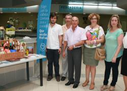 La campaña «Que sea de Huelva» llega a más de 10.000 personas en los mercados de la costa onubense promocionando los servicios y productos de la provincia