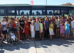 Medio centenar de niños y niñas del municipio sevillano de San Juan de Aznalfarache disfrutan esta semana de la playa de Matalascañas gracias al programa Fresquito