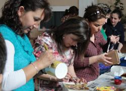 Vecinas de la localidad malagueña de Cártama participarán en talleres de manualidades y decoración navideña organizados por el área de Igualdad y Bienestar Social