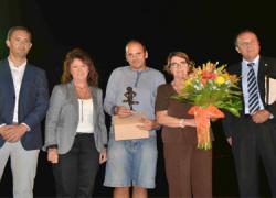 El pintor malagueño Dámaso Ruano recibe un homenaje en la localidad de Cártama durante las fiestas de Mirador del Valle