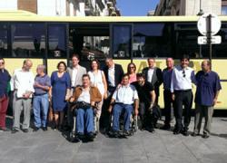 El municipio granadino de Santa Fe cuenta con dos nuevos vehículos accesibles para personas con discapacidad en las rutas que lo unen con Granada