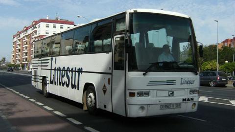 La Junta de Andalucía insta a la empresa sevillana de autobuses Linesur a renovar su flota o le rescindirá el contrato