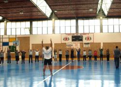 Casi un centenar de personas mayores de la localidad de sevillana de Osuna participan en un taller de movilidad con motivo del Día Mundial del Mayor