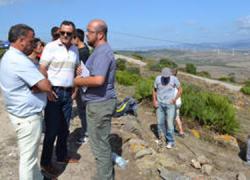 La delegación de Montes de Tarifa junto con la Asociación Andaluza para el Fomento y la Conservación de la Piedra Seca fomentan el oficio de la mampostería