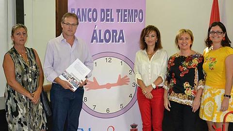 El Ayuntamiento de la localidad malagueña de Álora presenta el Banco del Tiempo para fomentar la cooperación y la comunicación entre sus habitantes