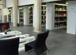 La ilustradora Tesa González y la escritora onubense Teresa Suárez colaboran con el municipio de Almonte para conmemorar el Día Mundial de la Biblioteca