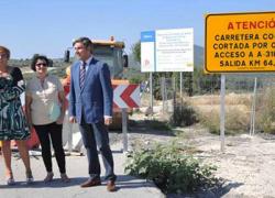 La localidad cordobesa de Doña Mencía mejora la carretera CO-6202 por ser un paso esencial en la campaña de la aceituna