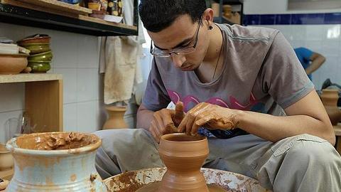 La Escuela de Artesanos Della Robbia de la localidad sevillana de Gelves continua sin fondos ni fecha para el inicio de curso