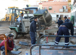 Las primeras cinco obras que se llevan a cabo gracias al Plan de Empleo dan trabajo a medio centenar de personas en el municipio malagueño de Fuengirola