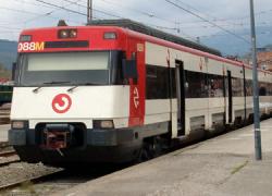 Las personas usuarias de la estación de tren del municipio sevillano de Cantillana ya pueden disfrutar del nuevo aparcamiento gratuito de mayor capacidad y adaptado para vehículos de personas con movilidad reducida