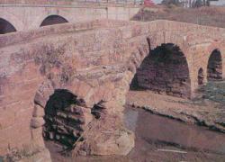 Los vecinos y vecinas de la localidad cordobesa de Villa del Río constituyen una asociación para evitar que el Puente Romano se desplome