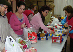 Las familias más necesitadas de la localidad malagueña de Fuengirola pueden acogerse a una serie de iniciativas para mejorar su situación en estas fechas
