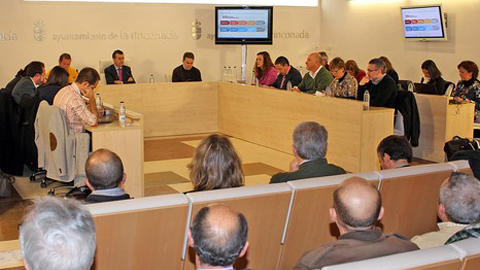 El municipio sevillano de La Rinconada presenta sus presupuestos locales para 2014, donde priorizan el empleo y la protección de los sectores más vulnerables