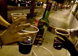 La localidad cordobesa de Puente Genil regula el consumo de alcohol en los días festivos y refuerza las labores de prevención para evitar la creación de zonas de botellón en algunos barrios