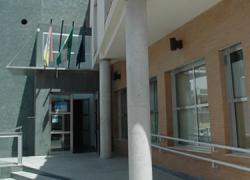 La Delegación de Asuntos Sociales del Ayuntamiento de Los Palacios y Villafranca ha atendido durante el pasado 2013 a más de 8.000 personas con necesidad de alguna ayuda social