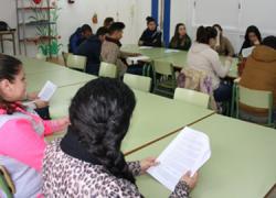 Comienza en San Juan de Aznalfarache un curso de formación de azafatos y azafatas de ferias, congresos y eventos con el objetivo de mejorar la inserción laboral de jóvenes en situación de desempleo