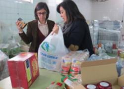 Las familias más necesitadas de Moguer y Mazagón reciben alimentos gracias a un programa de ayuda del Ayuntamiento en colaboración con Cruz Roja