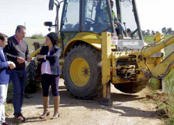 8 caminos rurales de la provincia de Huelva con una extensión de 75 kilómetros van a ser mejorados por medio del Plan de Caminos Rurales del Área de Infraestructuras de la Diputación Provincial