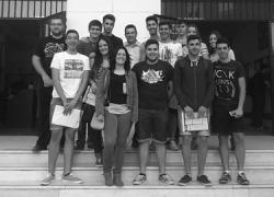 """EMA-RTV entrega al IES Alonso Sánchez de Huelva el premio del concurso """"Ponte al día, lee prensa"""" para la mejora de la alfabetización mediática"""