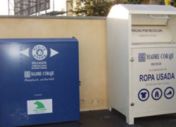 La Asociación Madre Coraje coloca en varios municipios de la provincia de Cádiz, 14 nuevos contenedores de ropa y 13 de recogida de aceite para reducir la generación de este tipo de residuos