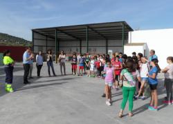 Escolares de 5º de Primaria de Priego de Córdoba visitan las instalaciones del punto limpio del municipio y se informan sobre el reciclaje de basura