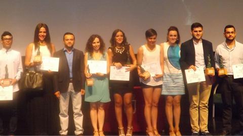 Los primeros premios Hebe se celebran con éxito en Las Cabezas de San Juan, galardonando a siete jóvenes por ser ejemplo por su implicación en la vida social y sus ansias de superación personal