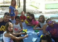 Huétor Tájar ayuda a los padres y madres a conciliar su vida laboral y familiar durante el verano con cursos, campamentos y ludotecas