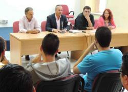San Roque organiza una charla destinada a los y las jóvenes de la localidad para explicar el programa Emple@Joven de la Junta de Andalucía y su aplicación en el municipio gaditano