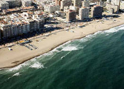Fuengirola estrena tres nuevos parques de ocio flotantes en sus playas con los que generará empleo para 20 personas además de mejorar el atractivo turístico de la localidad