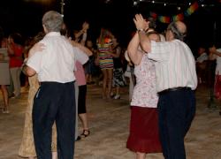 """Huétor Tájar organiza """"Bailes al Fresquito"""" para que los mayores hagan ejercicio y se diviertan, enmarcado en la iniciativa «Moverse en Cuidarse»"""