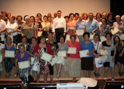 90 personas mayores de El Viso del Alcor participan en el Taller de Artesanía organizado por la Delegación de Bienestar Social con el objetivo deconseguirun envejecimiento activo
