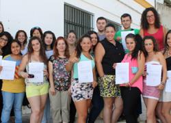 15 jóvenes de 18 a 29 años de Gelves han recibido una formación profesional para el empleo que les capacitará para trabajar en escuelas infantiles, de verano y ludotecas