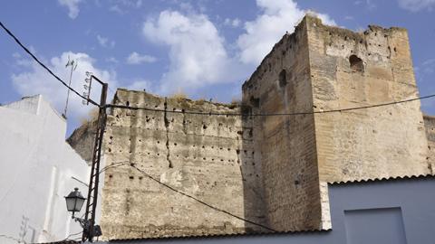 Castro del Río comienza los trabajos de emergencia para resolver los problemas estructurales y de desprendimientos detectados en la torre del Castillo
