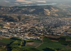 Vecinos y vecinas de Atarfe protestan por la «nube tóxica» que se genera sobre las viviendas, en especial los fines de semana, debido a la emisión de gases de una fábrica de abonos