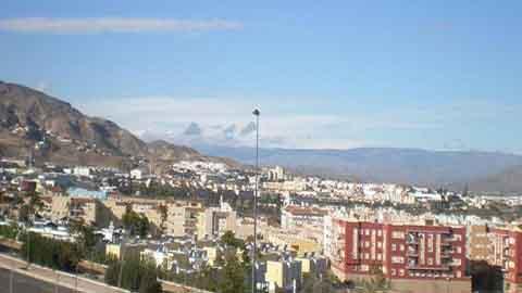Los vecinos y vecinas de la barriada Zamarula Alta de Huércal de Almería se beneficiarán de la conexión a la red de saneamiento, uno de los puntos de la población más alejados del casco urbano