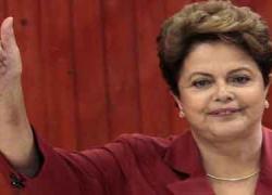 La presidenta de Brasil Dilma Rousseff ha sido reelegida otros cuatro años para un segundo mandato en el que se impuso por la mínima a su rival Neves