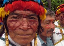 Cientos de manifestantes indígenas han tomado el control de un pequeño aeropuerto en la selva de Perú en medio de una persistente disputa con la empresa argentina Pluspetrol y el Gobierno por cuestiones ambientales