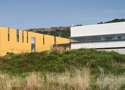 Vecinos y vecinas de la comarca de La Janda podrán acceder al Centro Hospitalario de Alta Resolución y Especialidades en 2015 gracias a la firma del convenio de la instalación eléctrica