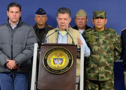 Colombia suspende el proceso de paz con las Fuerzas Armadas Revolucionarias de Colombia después del secuestro de un general, un suboficial y una funcionaria civil del Ejército tras un posible acuerdo de paz para el 2015